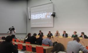 Die Transparenzinitiative wird im Medienzentrum des Bundeshauses vorgestellt