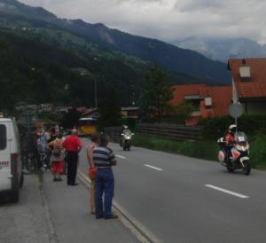 Polizeimotorräder der Kapo Graubünden sorgten dafür, daß der Weg zur 7. Etappe der Tour de Suisse frei war