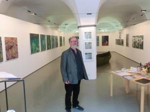 """Luis Coray stellt seine neusten Werke in der Ausstellung """"transblau"""" vor"""