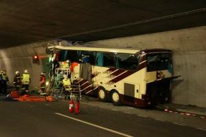 Tragischer Busunfall in Siders fordert 28 Verkehrstote (Unfallfoto der Kapo Wallis)