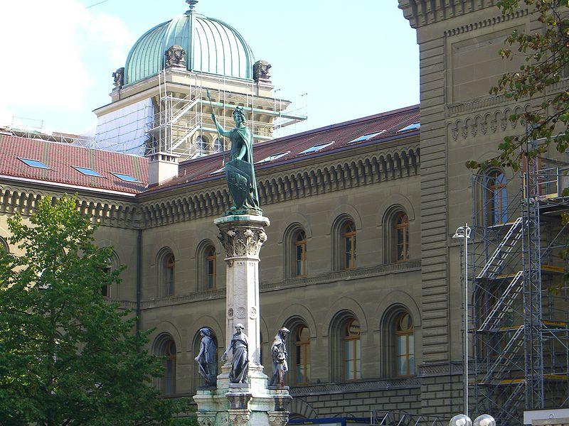 Berna-Statue vor dem Bundeshaus (Foto: Der-Bund.ch)