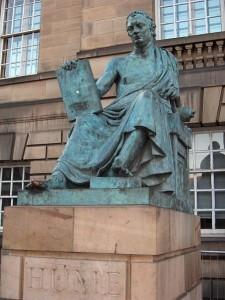 Statue von David Hume in Edinburgh