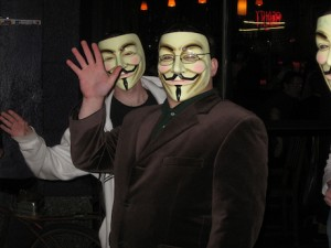 Angst offenbar vorm eigenen Arbeitgeber, man muß sich vermummen: Anonyme Tages-Anzeiger-Redaktoren protestieren gegen (noch mehr) Qualitätszerfall bei Tamedia bzw. Konvergen beim Tagi. Bild: Flickr/liryon (CC BY-SA 2.0)